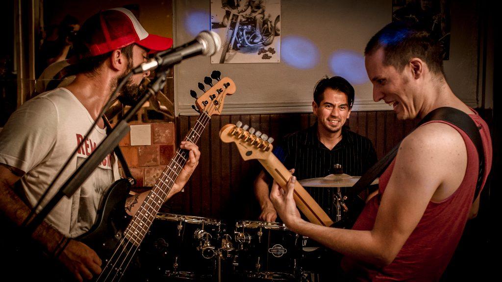 Remache consolida su rock fusión y lanza álbum debut