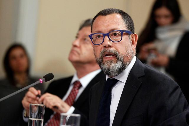 Renuncia del presidente del directorio de TVN desata complicada situación institucional