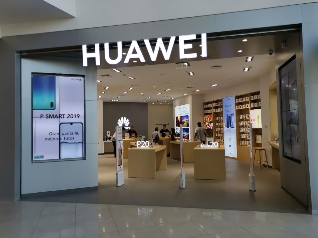 Huawei inaugura su tienda más grande en Chile